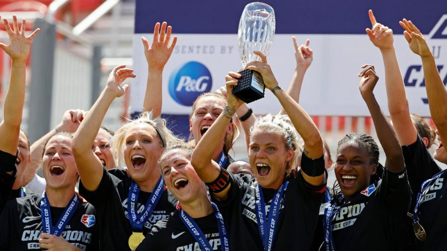 The Houston Dash celebrate winning the NWSL Challenge Cup